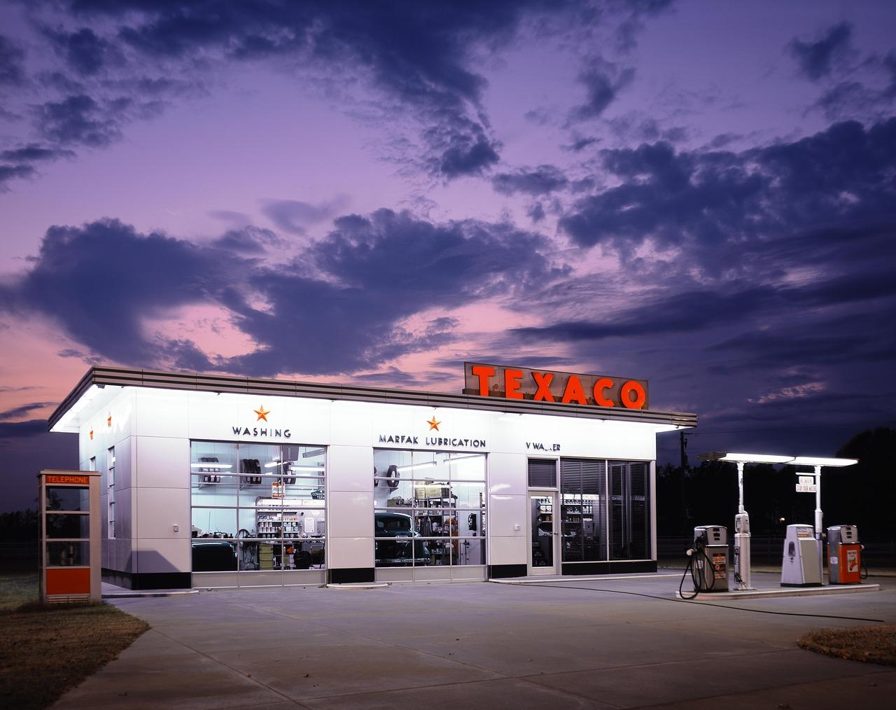 petrol-stations-1664553_1280